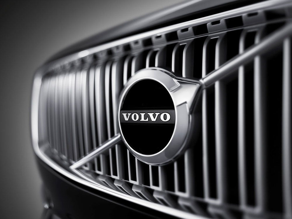 volvo_xc90_first-edition_front-grill-emblem_15.jpg