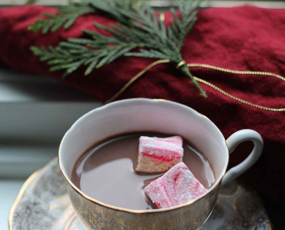 Homemade peppermint marshmallows in hot cocoa, marshmallow recipe by Thread & Whisk