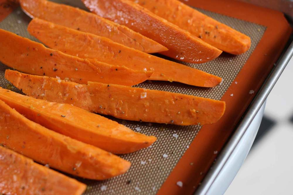 Into the oven with yams tossed in olive oil and sprinkled with coarse salt and fresh grind of pepper. The warmth of the roasted yams adds makes the bowl comforting and hearty.