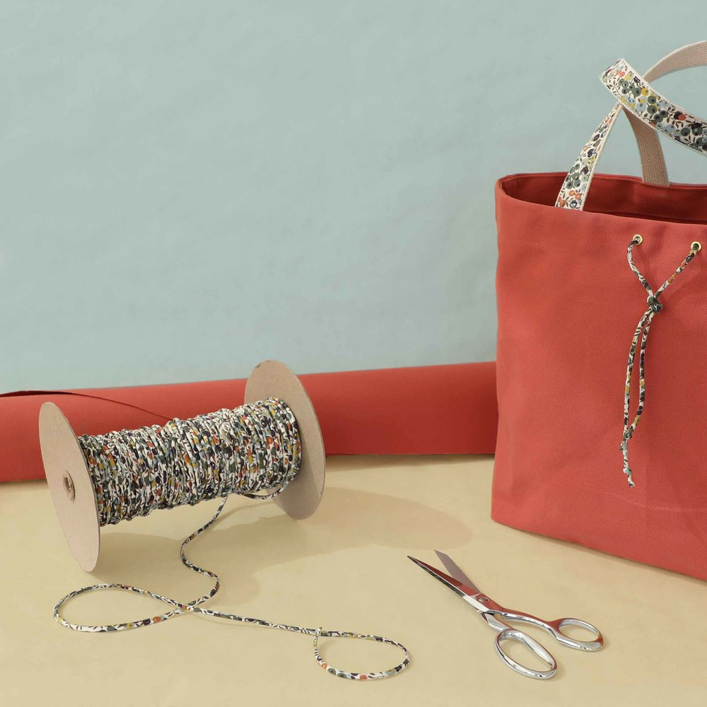 The Desert Coral Calla Tote by Thread & Whisk is trimmed in Liberty's beautiful Tana Lawn fabric with the Wiltshire berry and leaf print.