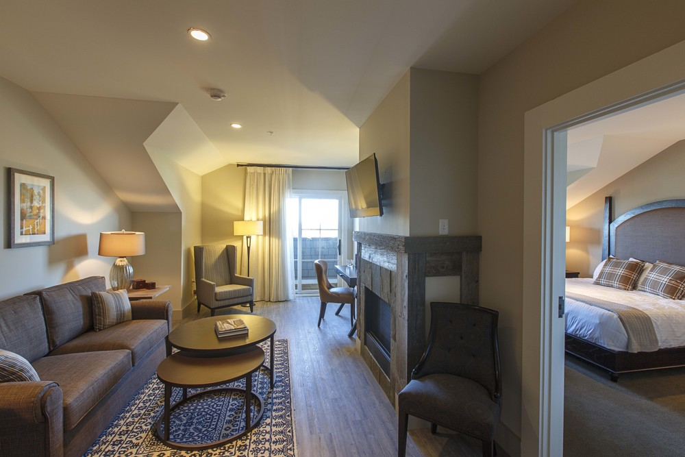Sunset Suite - Living Room - 3.jpg