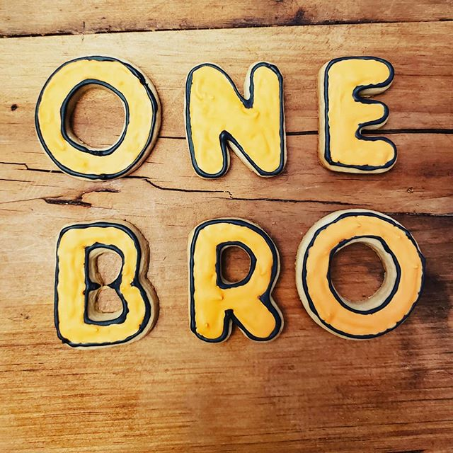 One Bro cookies!! They look great and taste amazing. They don't stand a shot at making it through the night. . . #cookies #onebropizzaco #sweettreat #weekend #itsonebropizzacoseason