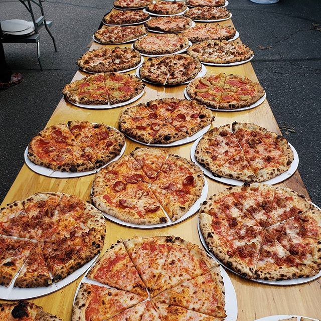 Anyone looking for some pizza?  #somuchpizza #pizzafordays #pizzaforthemasses