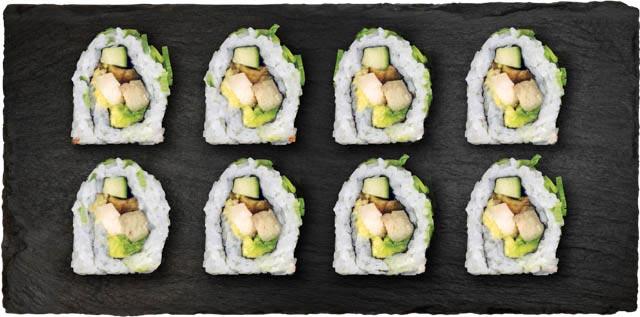 Kylling, agurk, avocado, salat og teriyaki rullet i forårsløg.