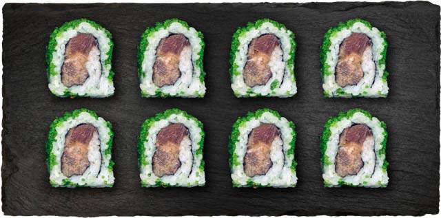 Tun, agurk, avocado, forårsløg, chilimayo rullet i wasabi tobiko.