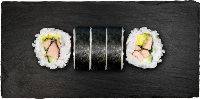 Grillet tun, avocado, agurk, rucola og teriyaki sauce.
