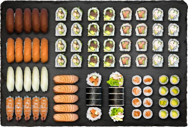 5.stk Nigiri m. laks, 5.stk Nigiri m. tun, 5.stk Nigiri m. rejer, 5.stk Nigiri m. hvidfisk, 5.stk Nigiri m. flamberet laks, 8.stk Spicy Laks Indside-Out, 8.stk Spicy Tun Indside-Out, 8.stk California Indside-Out, 8.stk Kylling Indside-Out, 8.stk Avocado Hosomaki, 8.stk Laks Hosomaki, 5.stk Spicy Laks Futomaki og 5.stk Ebi Hot Futomaki.