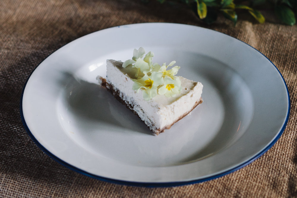 raw veagn lemon and primrose cheesecake