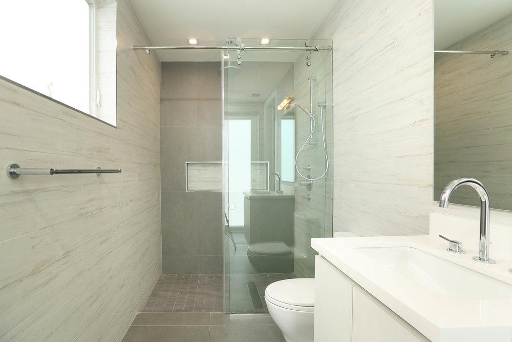 guest bath-2.jpg