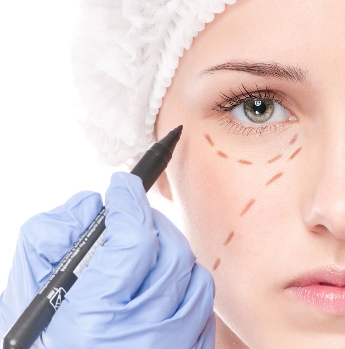 Dr. Zuckerman performs a variety of plastic surgery procedures of the face including face lift surgery, eyelid surgery, rhinoplasty and more.