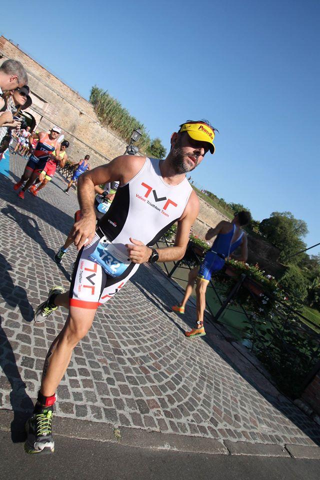 Lorenzo alla partenza della traversata a nuoto Onno - Mandello del Lario