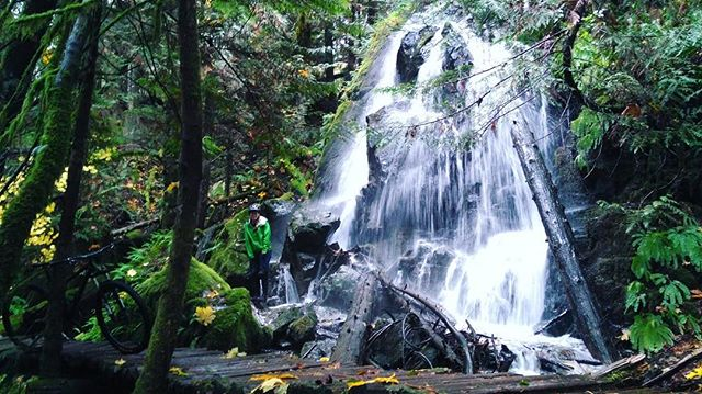 Sunday rainy adventures 🌲💦 when your rain jacket is soaked, might as well stand in a waterfall. @gennpoirier #bikesquamish #inneedofsomegortex . . . . . . . #optoutside #bikelife #weloverain #pnwlife #squamish #outdooradventures #outdoorfitness #blurrdesign #productdesigners #producttesting