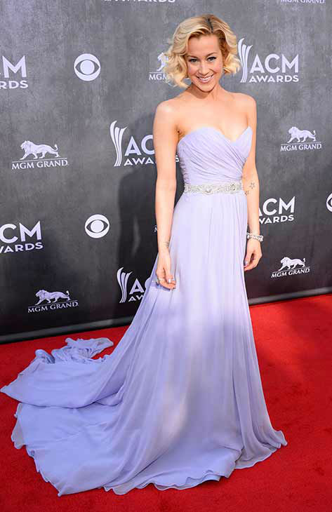 140406-galleryimg-otrc-AP-acm-academy-of-country-music-awards-2014-kellie-pickler.jpg