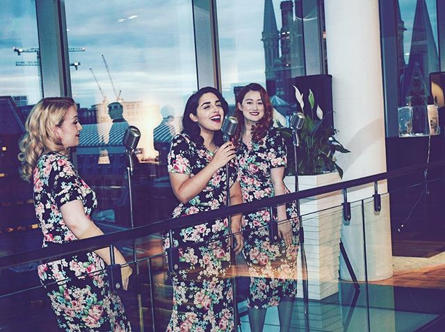 Performing infront of a lovely backdrop of Kings Cross St. Pancras for amazing copyright lawyers 💋 #band #vintage #vintageclothing #vintagemakeup #vintagehair #vintagestyle #thebelladonnabrigade #singers #eventprofs #fishtaildress #victoyrolls