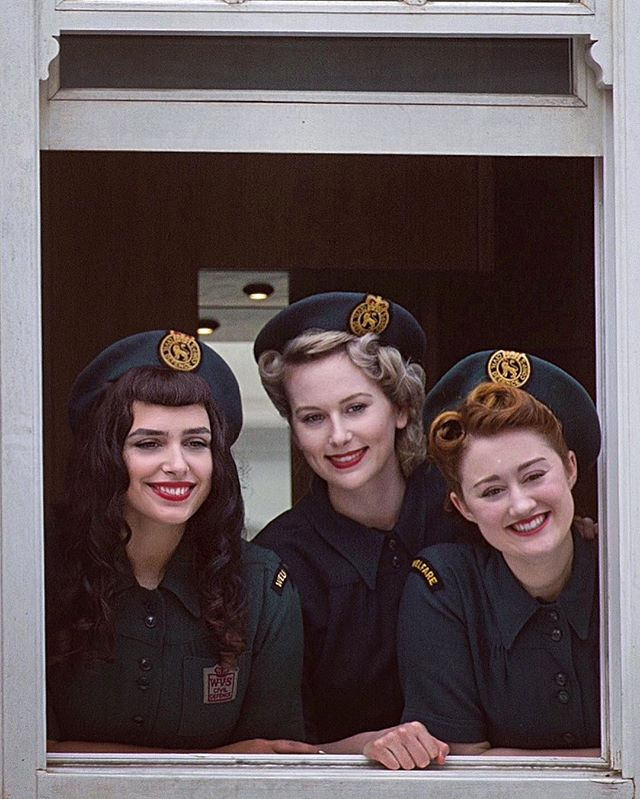 A lovely window shot of us from the @guardian and the @telegraph wearing the wonderful WW2 Woman's Voluntary Service uniforms for a Blue Plaque reveal for @englishheritage and @royalvolservice ! 💋 #stellareading #blueplaque #ww2 #womenofworldwar2 #WVS #royalvoluntaryservice #history #1940s #band #harmonytrio #vintagehair #vintagemakeup #uniform #womaninuniform