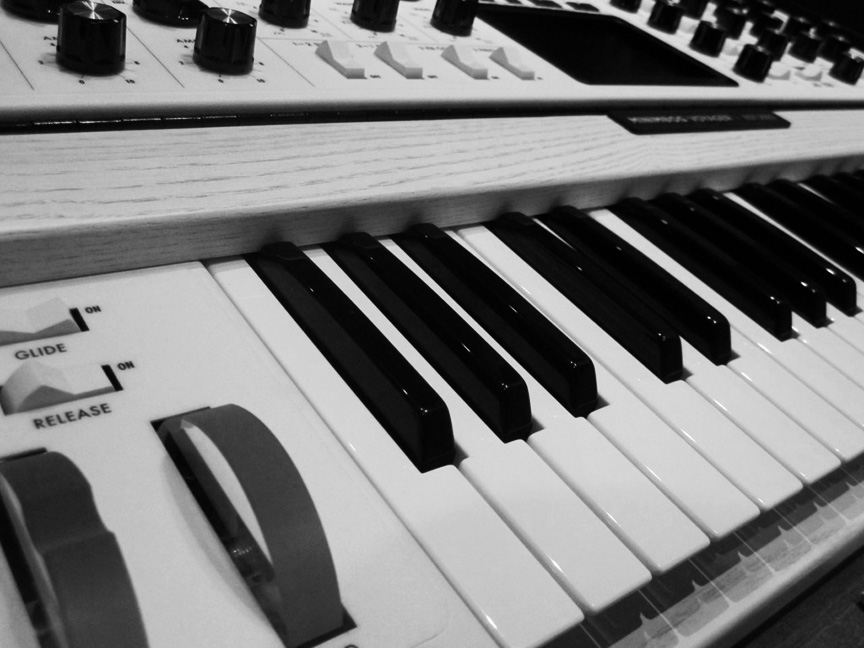KEYBOARDS/SYNTHESIZERS