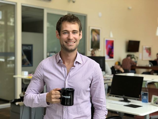 NEW #Gravi-Member Spotlight! Julien Duhautois is Gravitate's favorite Frenchman (but he was born in Canada)! (🇨🇦/🇫🇷) For the last 6 years he has worked remotely in Des Moines as Senior Client Solutions Strategist for SmartLead, an integrated marketing services company based out of Cedar Rapids! 💥 Checkout his blog post for more! 😊 Link in bio! 🎉