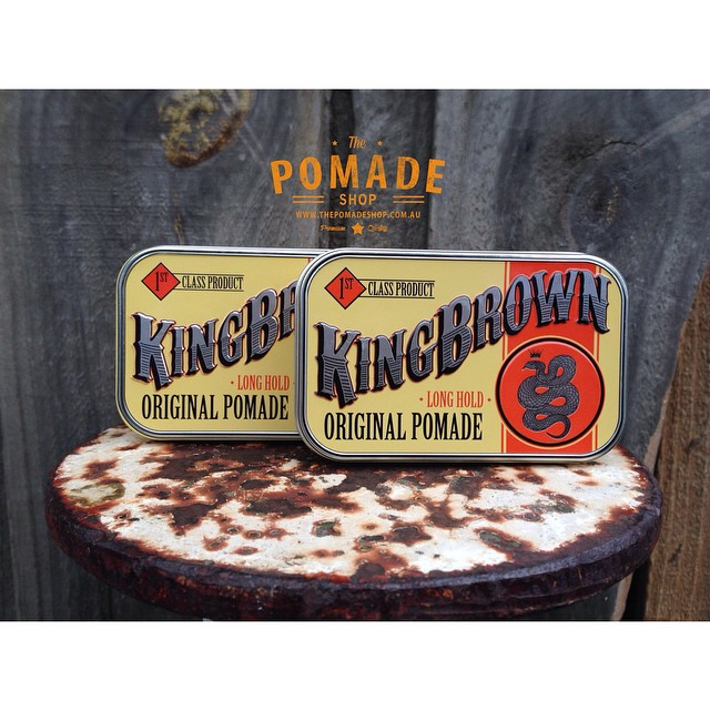 King Brown Has Arrived! Tried & Tested. Scoops easy, holds strong with medium shine. The scent is like a thousand Australian summers combined.. Get your hands on this quick! •Live Like kings• #kingbrownpomade #livelikekings #thepomadeshop #vintage #pomade #dapper #slickanddestroy #itpaystolookyourbest