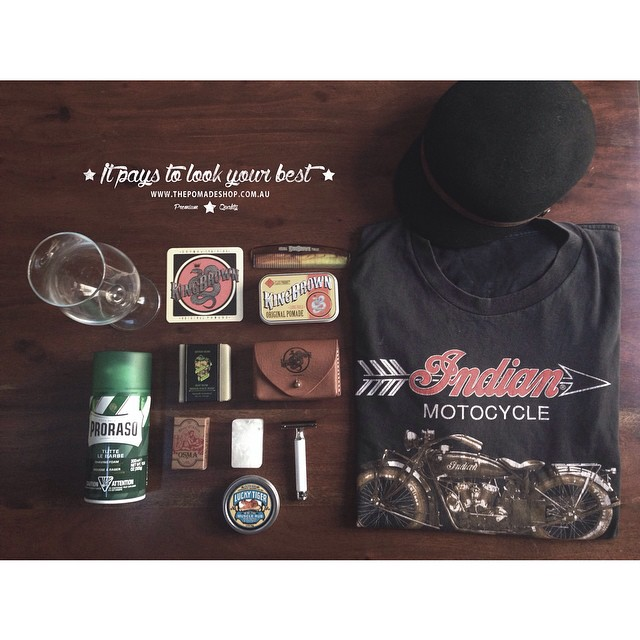 •Flat Lay Friday 3.0•    Today we are celebrating the weekends offerings. Drinks, sun, sport & style    #kingbrownpomade #prorasoshavingcream #indianmotorcycles #motorcycle #motocycle #luckytigermusclerub #mühle107razor #fallenbrokenstreet #modernpiratebayrumsoap #osmalumblock #thepomadeshop #flatlayfriday