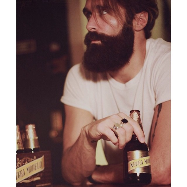 Friday arvo beers with @lukeditella.. Hope everyone has a good weekend! We are making big plans for the website this weekend.. exciting times coming up towards the festive season!       www.thepomadeshop.com.au       #mensstyle #mensgrooming #thepomadeshop #dapper #vintage #weekends