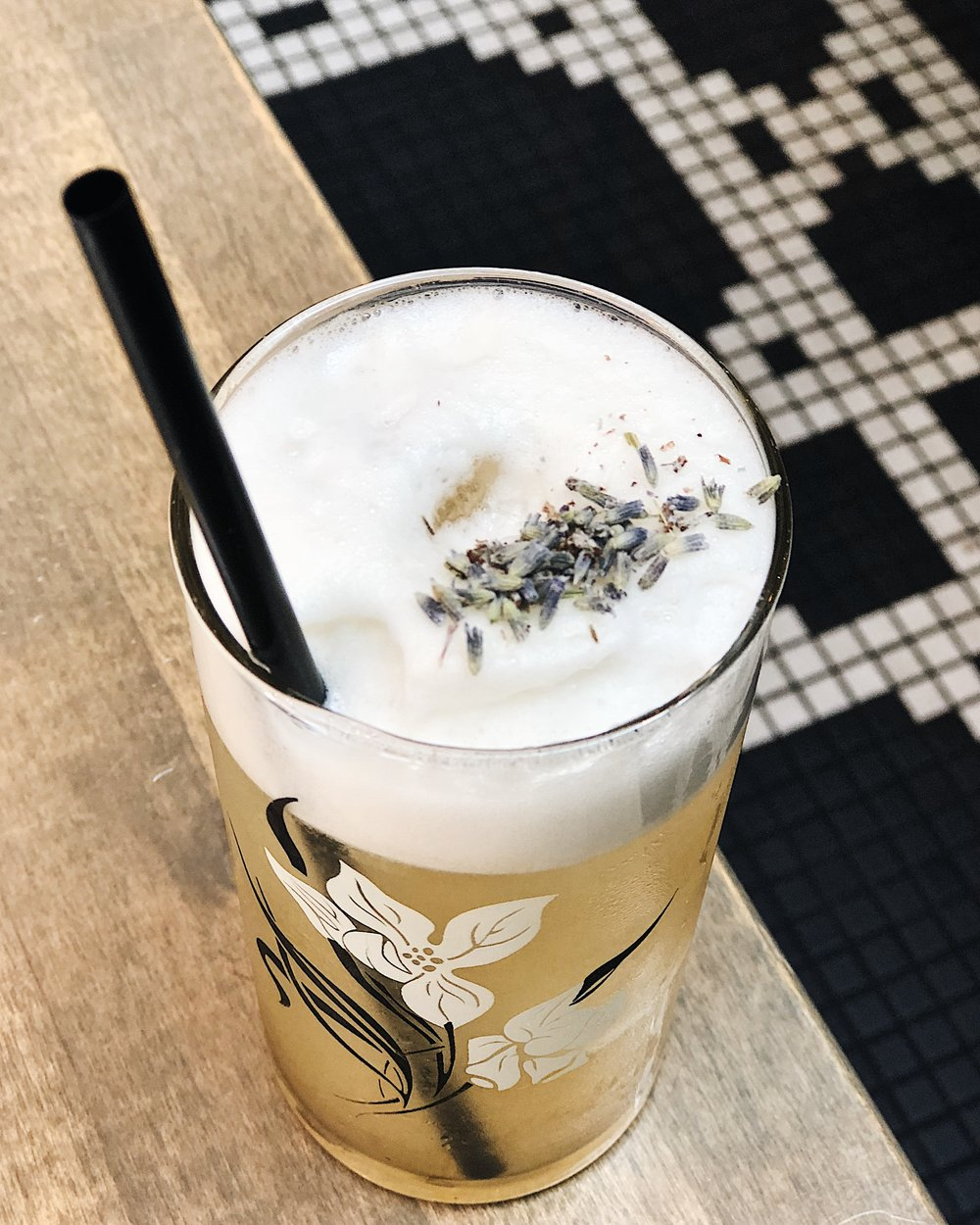 lavender fizz cocktail