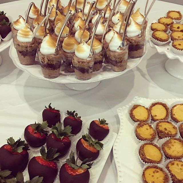 Throwback to one of many holiday parties 🎉. S'mores Shot Glass, Chocolate covered strawberries 🍓 and pumpkin cheesecakes.