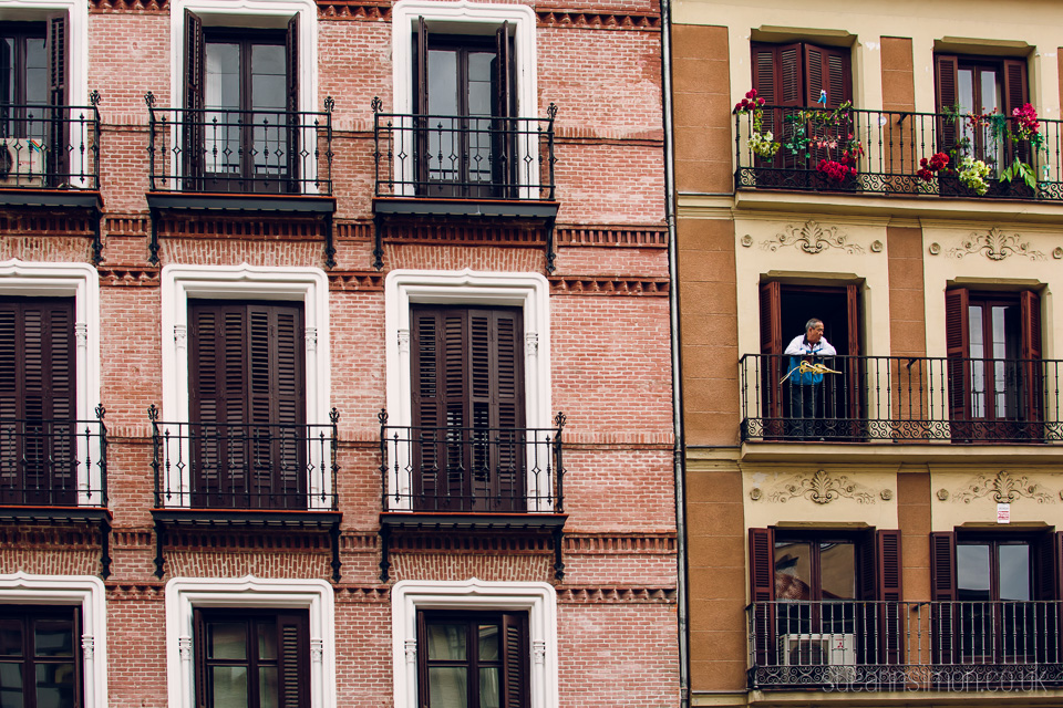 Admiring the brickwork across from our lovely hotel near Plaza Mayor.