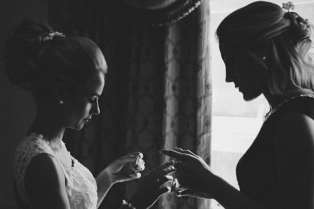Only D and her sister could make fiddling with fashion tape look elegant before her @moorhallhotel ceremony! 🤗