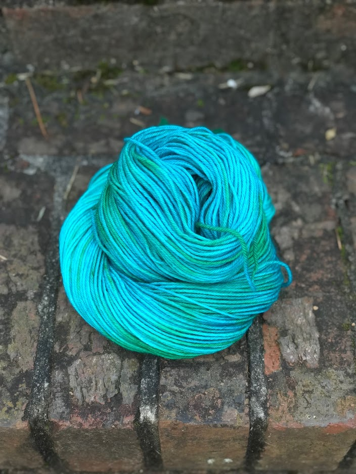 Arco Sport / DK $24  100% Superwash Bluefaced Leicester Wool 100 grams / 245 yards    Arco  is great for everything from cushy socks to light sweaters, tees, and gloves.