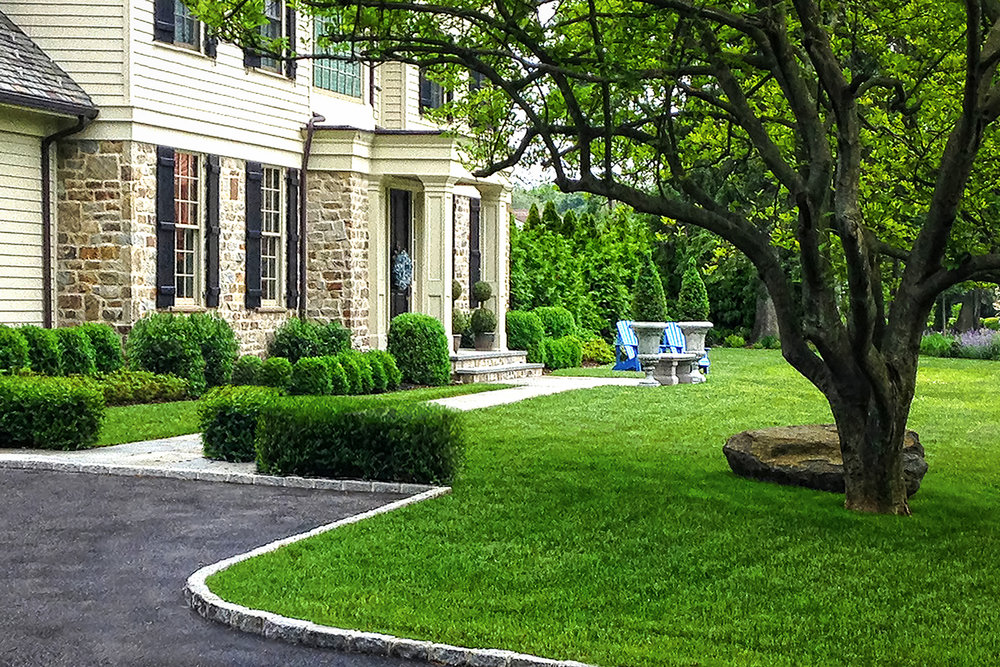 Flower-hill_courtyard_boxwood_landscaoe_design_long_island_li_ny_designer_near_me_best_reviews.jpg