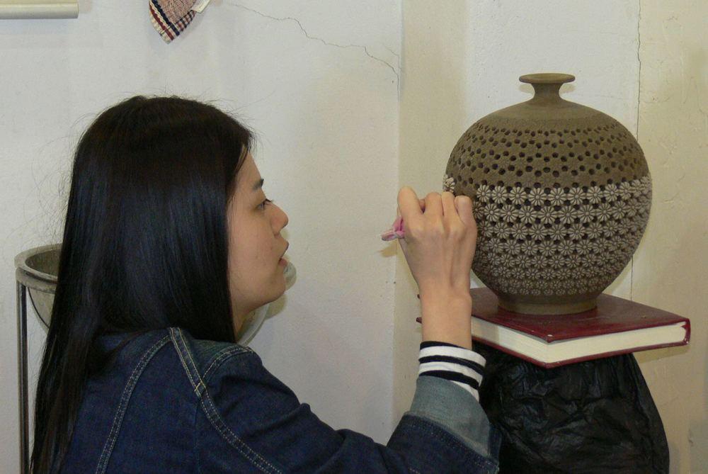 Opengewerkte vaas met dubbele wand / double walled open vase