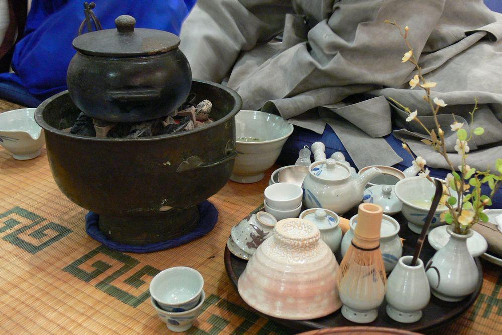 Benodigdheden voor de theeceremonie / utensils for the tea ceremony