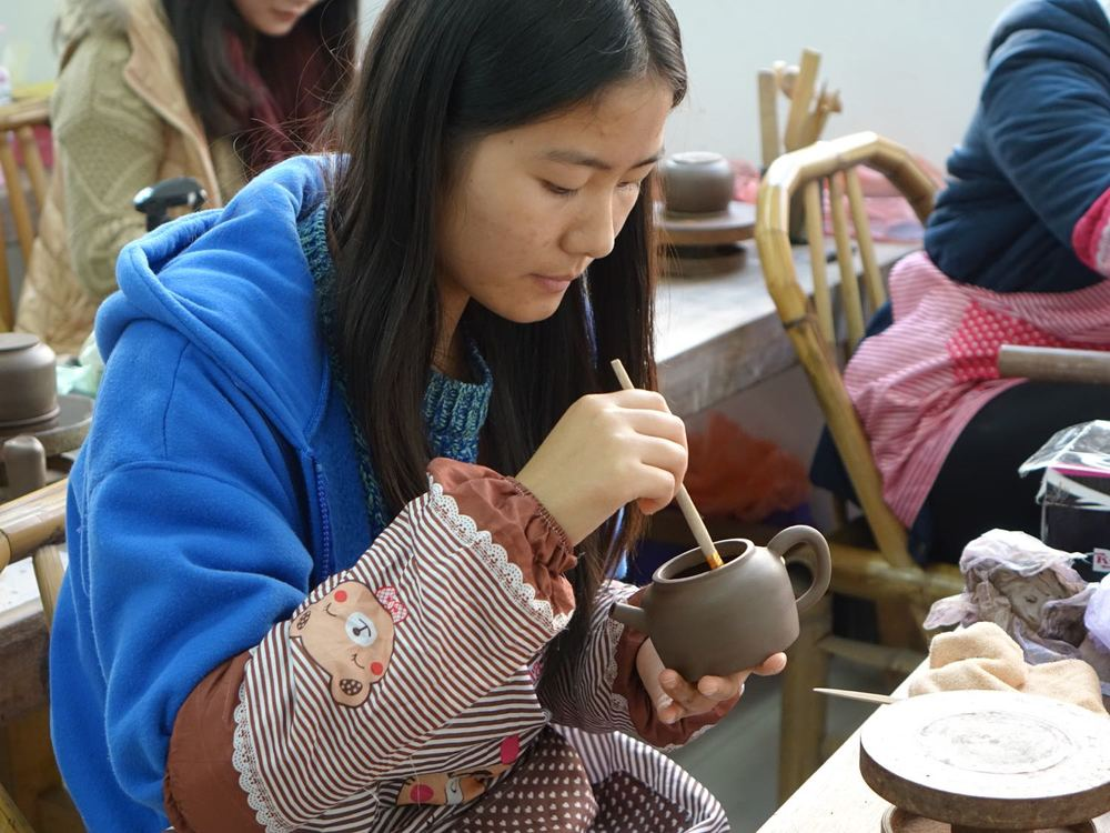 2014 - Student making a teapot