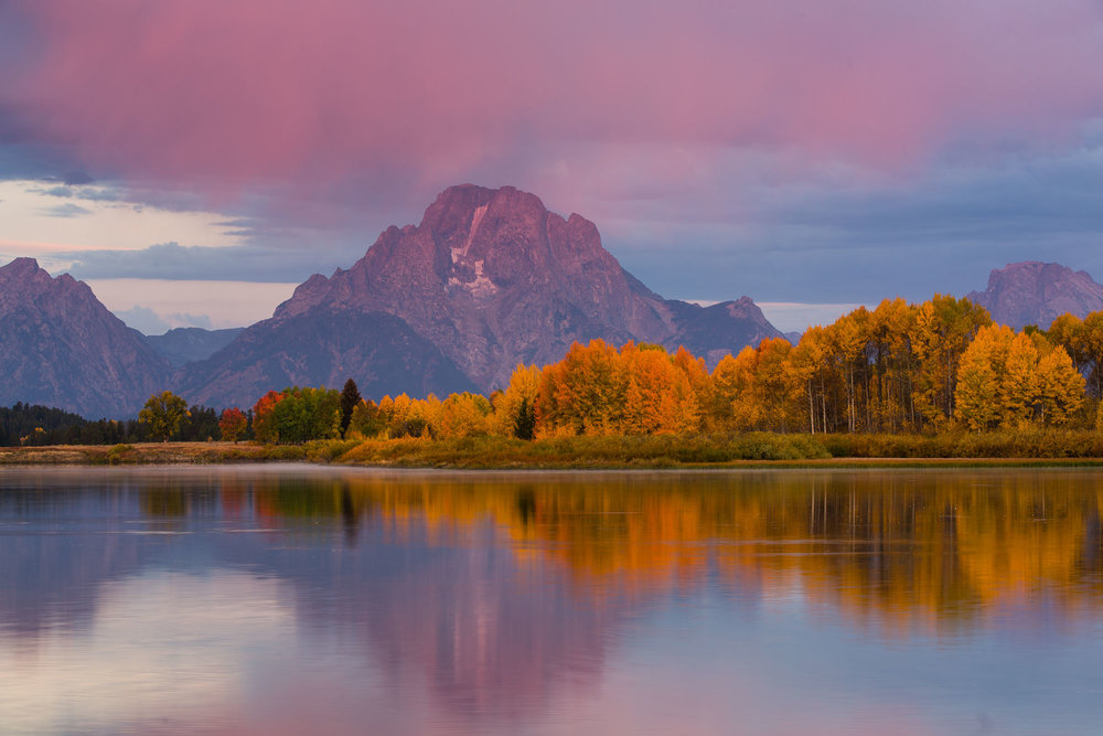 Dawn breaks over Oxbow Bend in Autumn