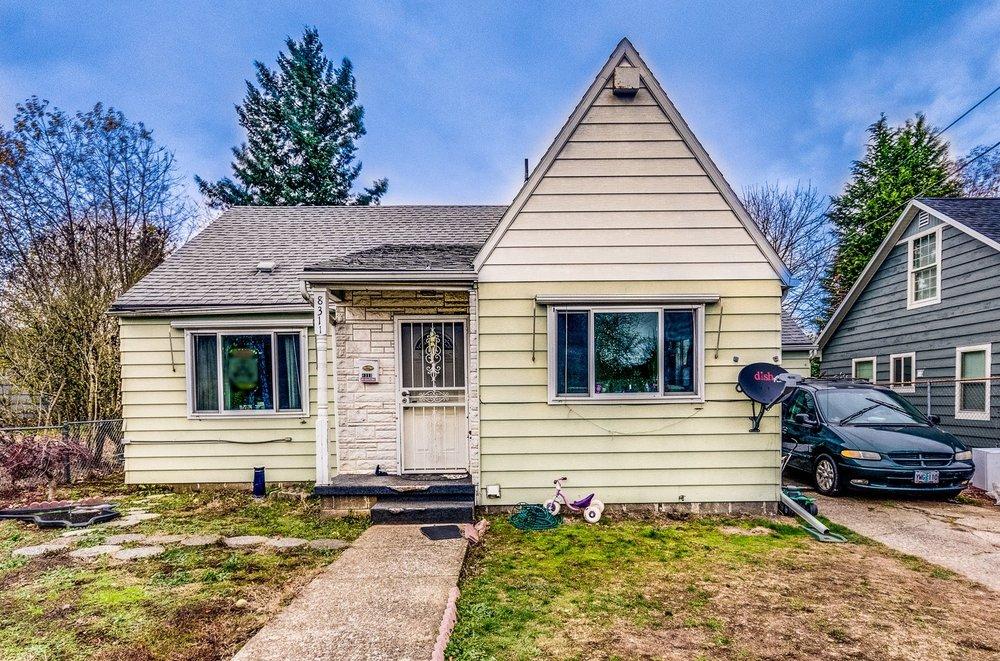 8311 NE Holladay Street // $236,000