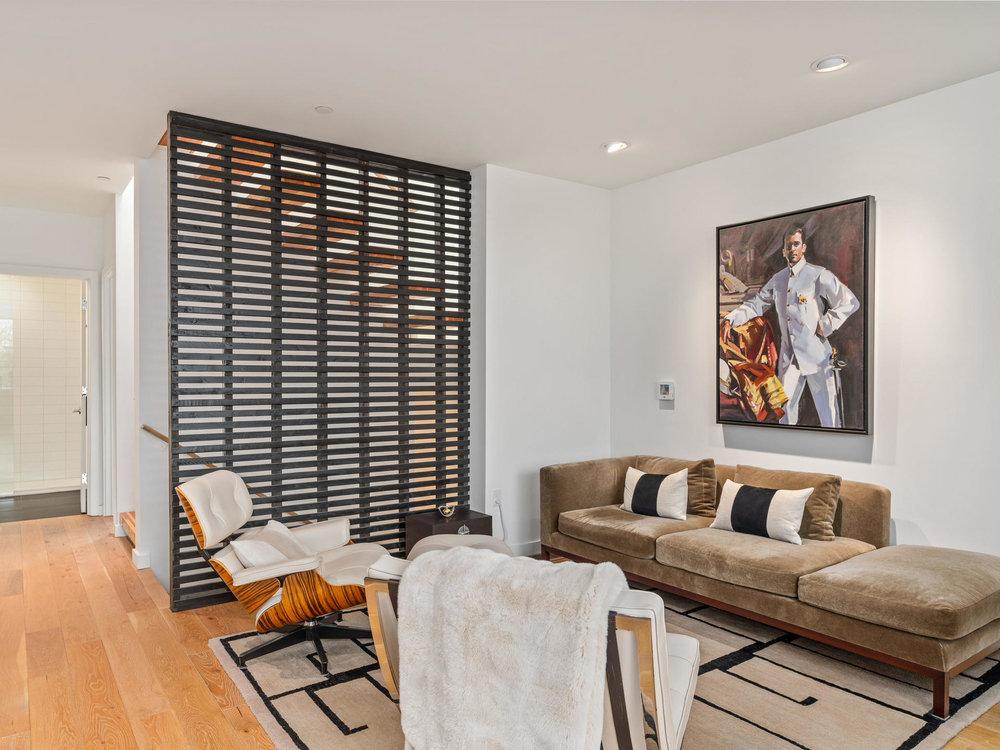 118 N Emerson St Portland OR-011-10-Living Room-MLS_Size.jpg