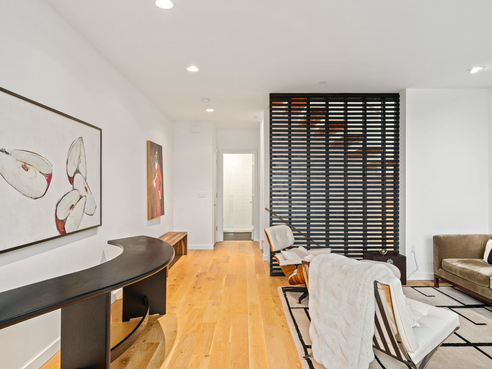 118 N Emerson St Portland OR-018-21-Living Room-MLS_Size.jpg