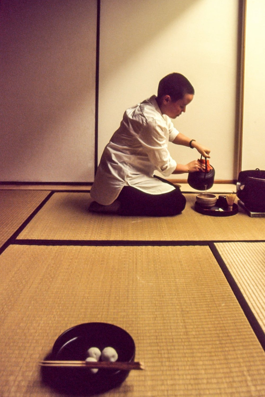Rachel hosts  chanoyu , the Japanese tea ceremony (Doug Hanson, 2017)