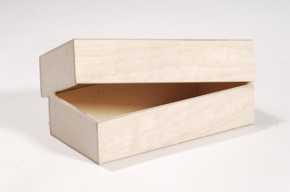 Holzkiste mit Überwurfdeckel