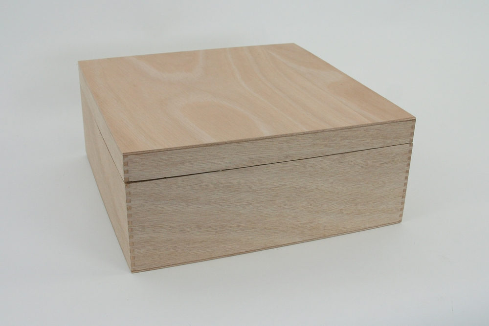 Holzbox mit Stüldeckel