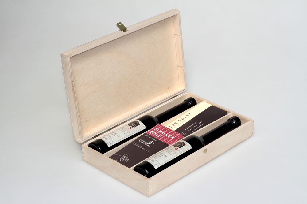Holzkassette mit Trennbretter in Nut