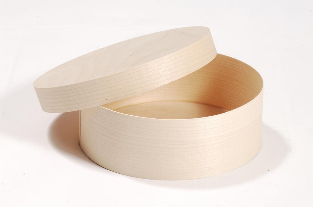 Spandose aus Pappelfurnier mit Überwurfdeckel. Tortenbox