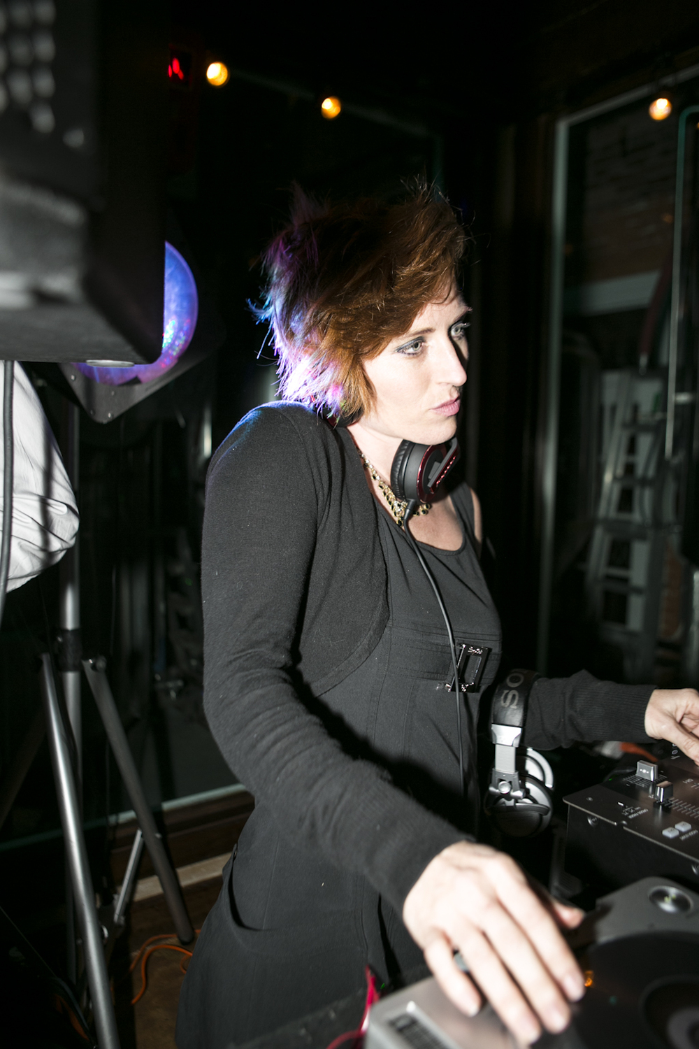 The DJ at the fashion show at Darwin's Restaurant.  © Karen Arango