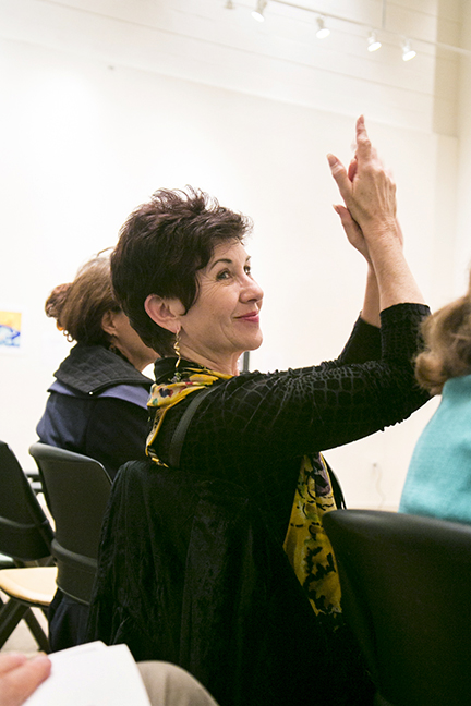The audience member applauds while one students is handed an award during the  Annual Judaica Competition .  © Karen Arango