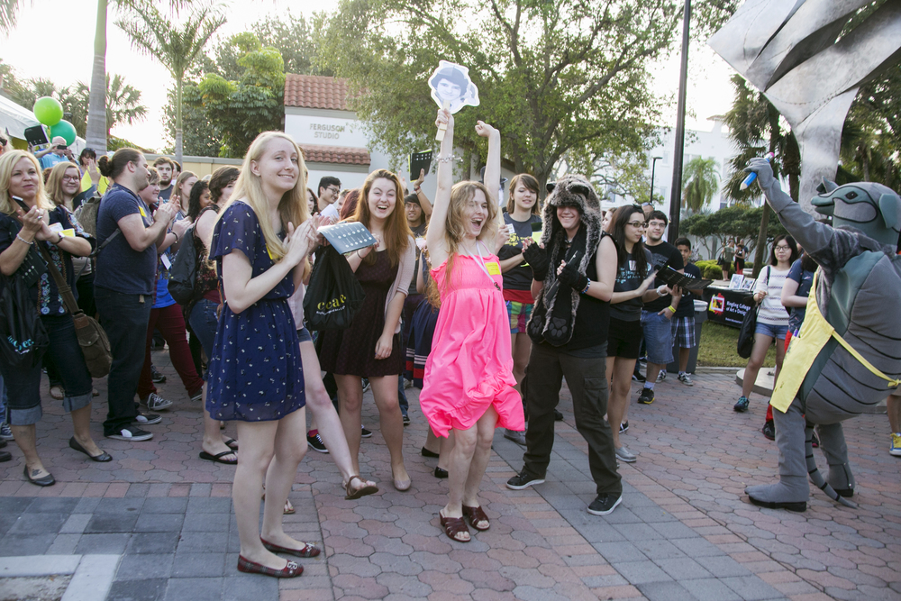 Students celebrate  Accepted Students Day  at Ringling College of Art and Design.  © Karen Arango