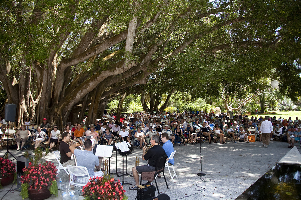 Band plays at the Sarasota Selby Gardens' during the  Garten Fest  event.  © Karen Arango