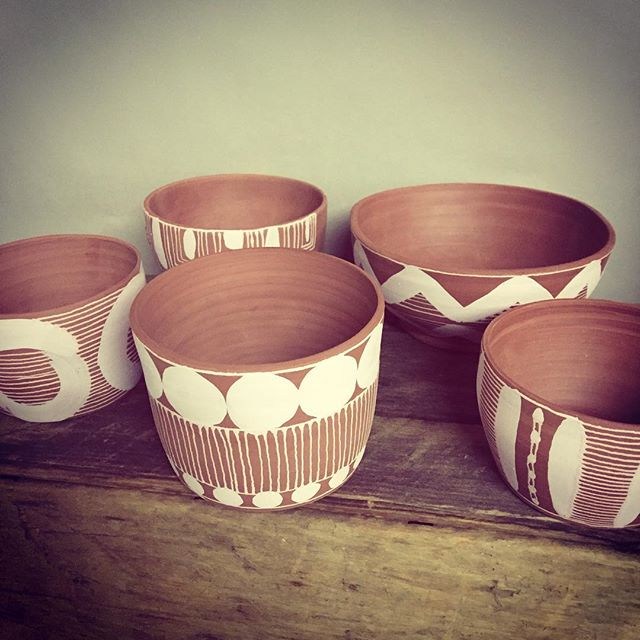 New patterns. Pink on Brown clay... yum! #brooklynbornceramics #brown #contemporaryceramics #pink #pottery #clay #art #craft #pattern #ceramics #bowls #mugs