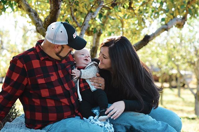 Oh ya know, just hanging out with this awesome beautiful family in an apple orchard in the autumn... ☺️ #family #familyphotos #familyphotographs #familyphotography #familypictures