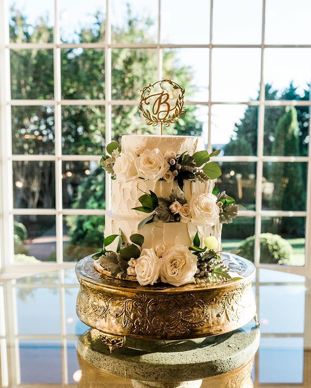 One of my favorite #weddingcake shots from this year from a wedding with @west_manor #weddingdetails #weddingcakes #wedding #weddingphotography