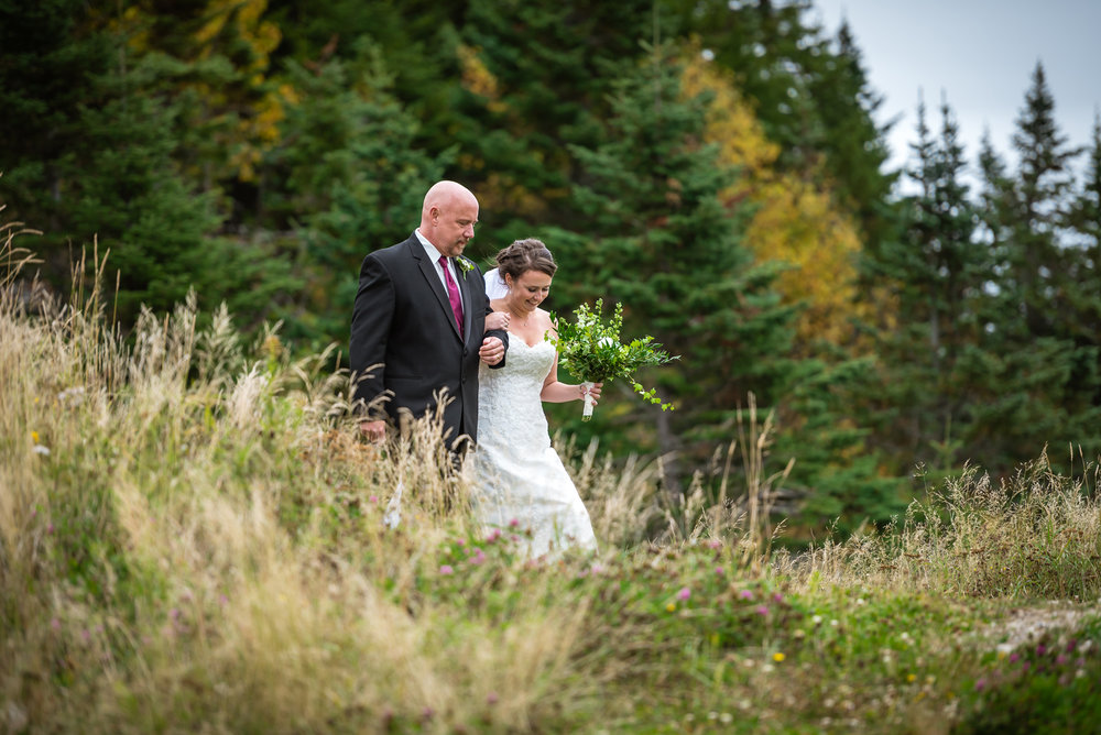 natural reportage photo of bride and her dad by NH wedding photographer Mike Sears